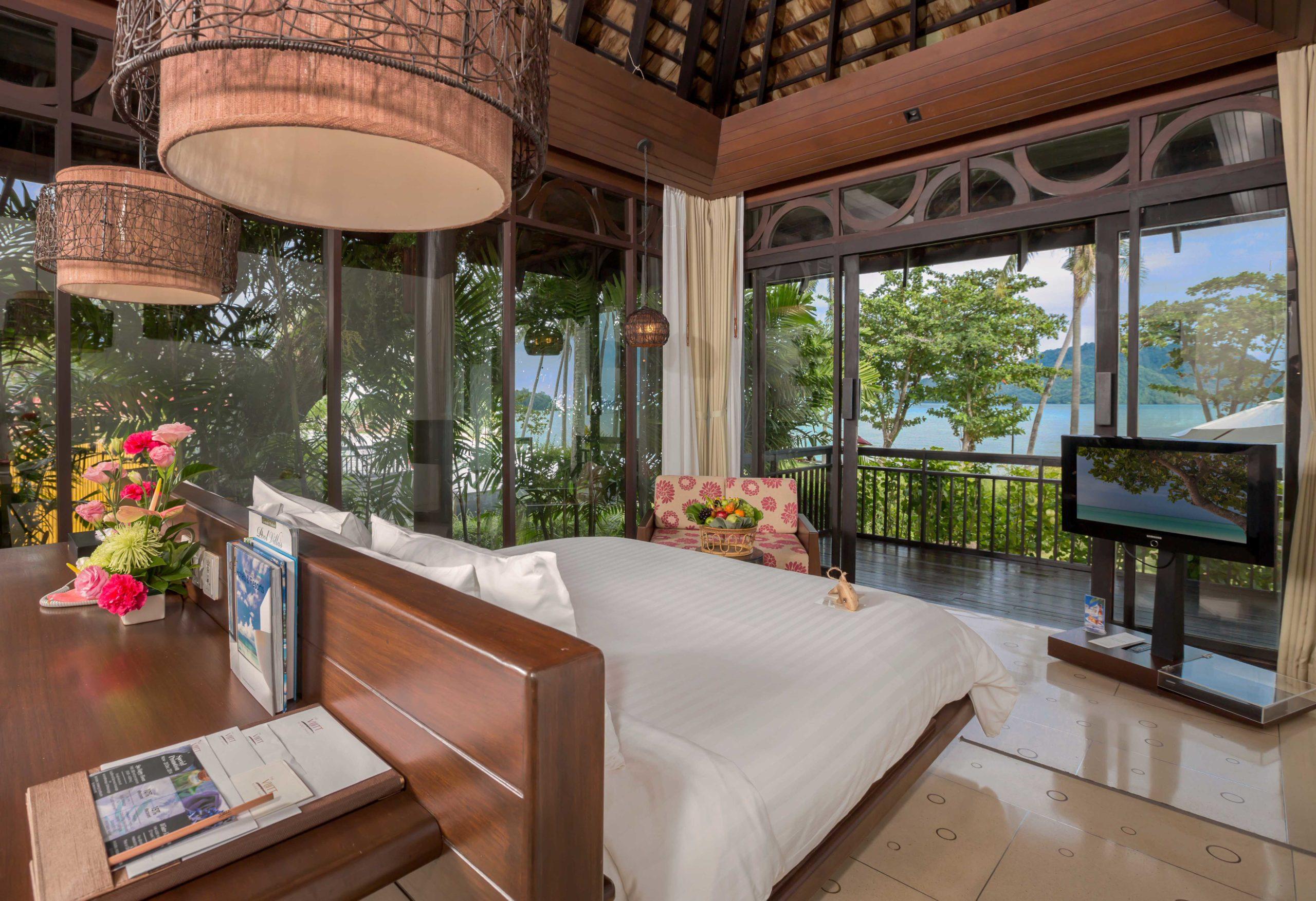 001_Deluxe Beachfront Villa_Bedroom The Vijitt Resort Phuket