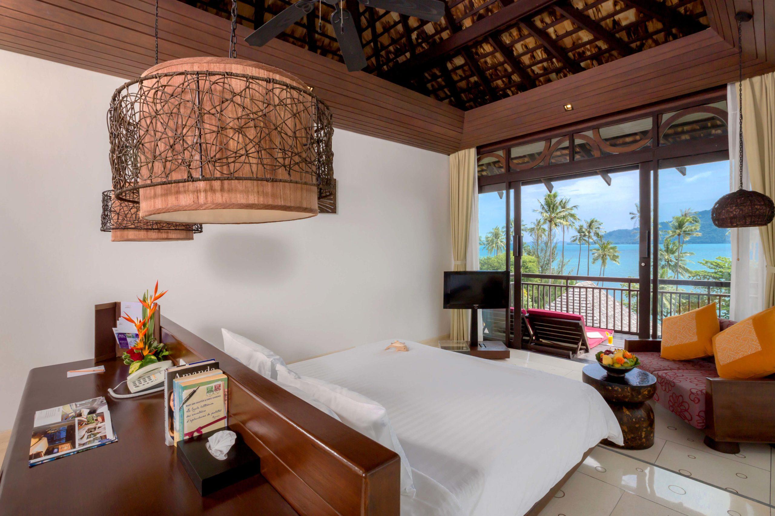 002_Deluxe Seaview Villa_Bedroom The Vijitt Resort Phuket