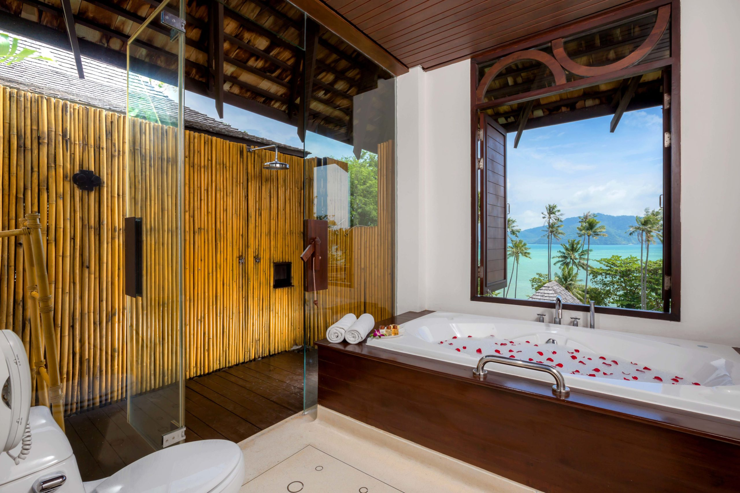 005_Deluxe Seaview Villa_Bathroom The Vijitt Resort Phuket